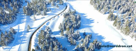 Foto amb drone per diseny web i màrqueting digital